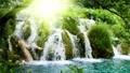 Słoneczny wodospad